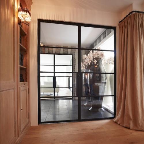 Металлические  двери для разграничения пространства