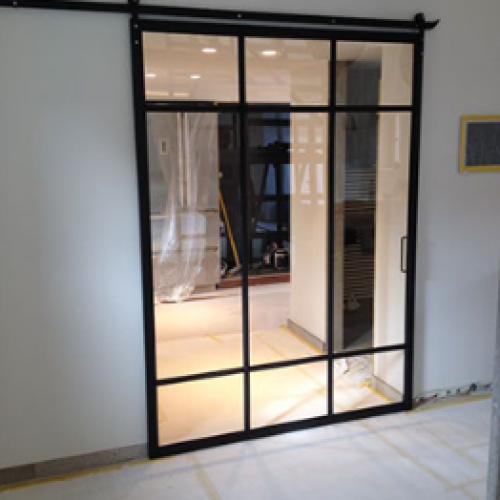Металлические стеклянные двери в комнату
