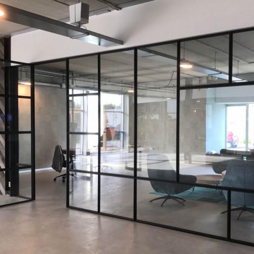 Стеклянные офисные перегородки лофт из стекла и стали на заказ в Москве