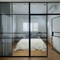 Перегородки лофт с распашной дверью для зонирования комнаты