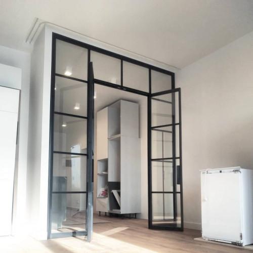 Лофт перегородка с распашными дверями